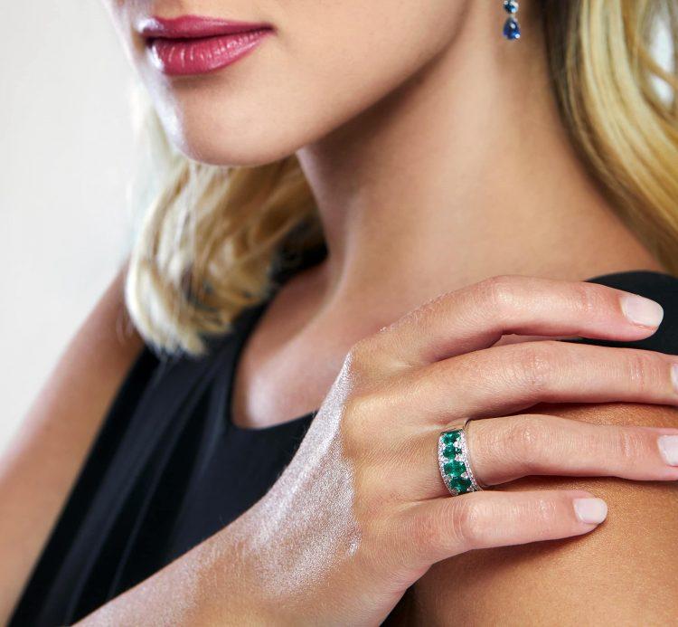 Anello Bon Ton oro bianco smeraldi brillanti