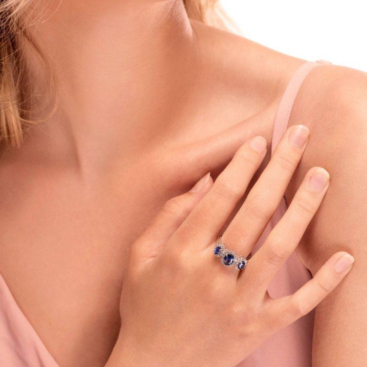 Anello in oro bianco zaffiri e diamanti