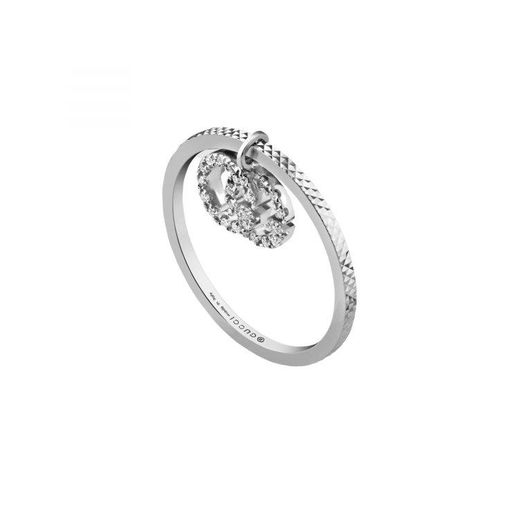 Gucci 648596_J8568_9066_002_100_0000_Light-Anello-GG-Running-18carati-con-diamanti ring GUCCI diamonds sconto discount