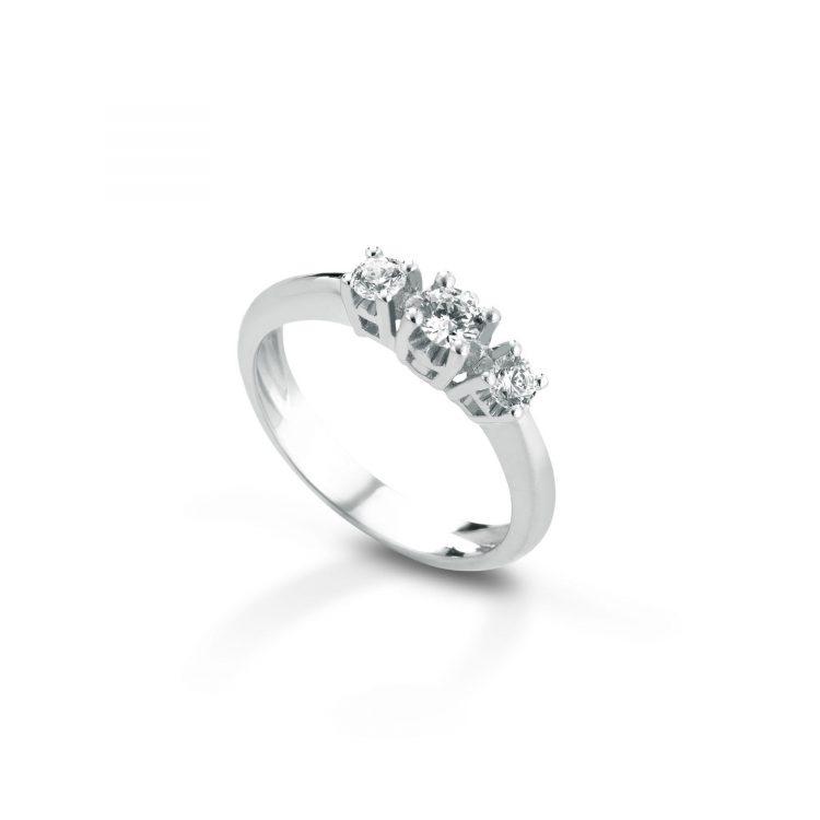 Anello trilogy con diamanti Trilogy ring with diamonds sconto discount as
