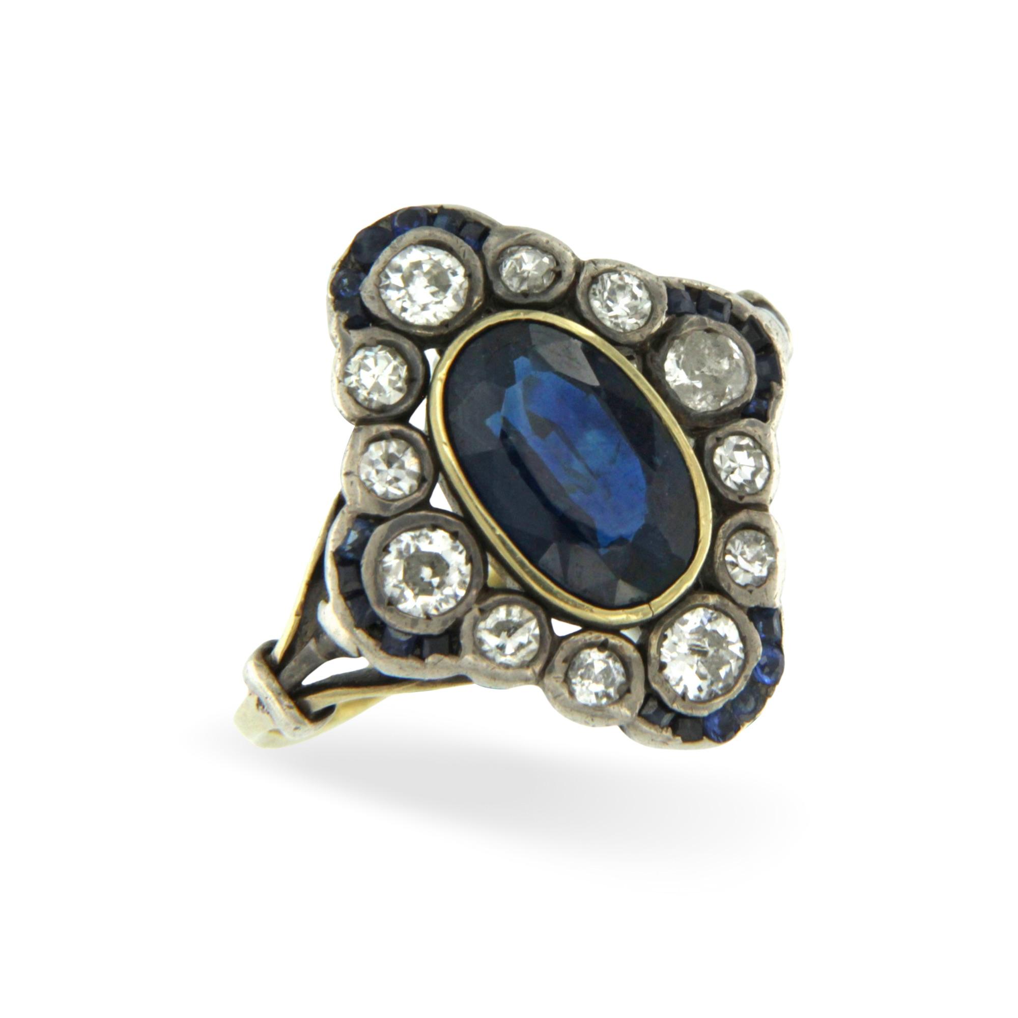 Anello in oro giallo e argento con diamanti taglio vecchio e zaffiro blu